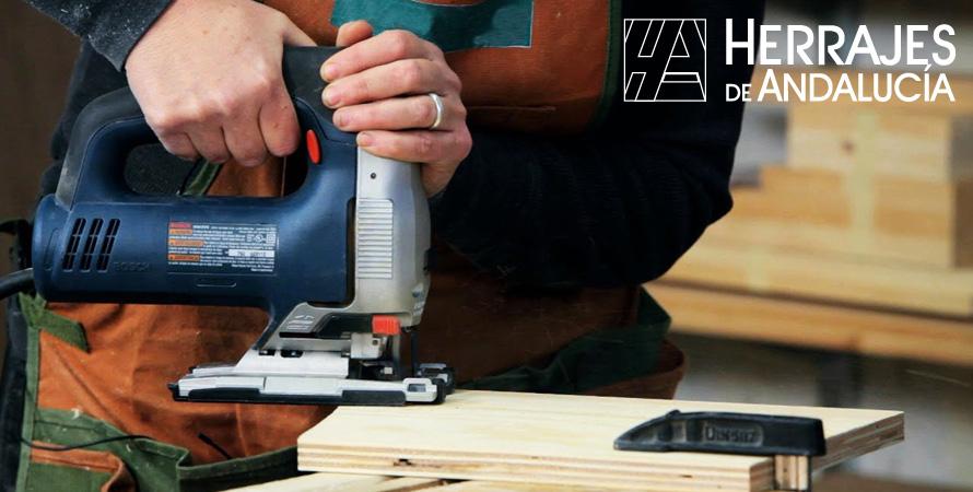 Maquinaria electroportátil imprescindible para carpinteros